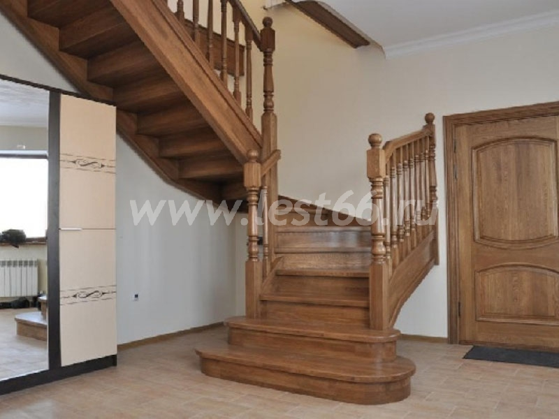 Купить балясины из дерева для лестниц в Москве от Мастер