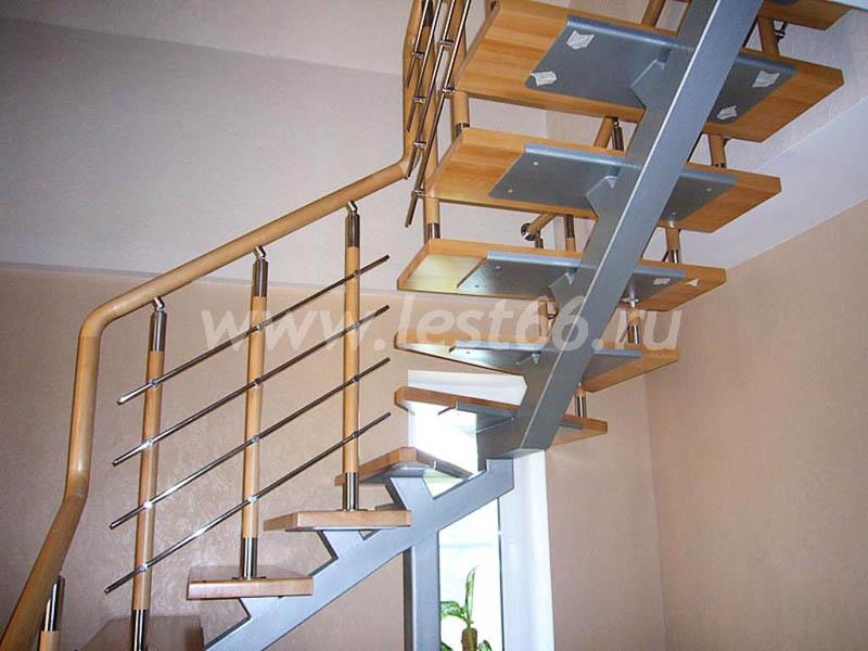 Лестницы на косоурах -цены, каталог. Деревянные лестницы на металлических и деревянных косоурах на заказ в Екатеринбурге